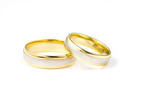 כמה רחוק אתם יכולים ללכת בבחירת טבעת אירוסין?
